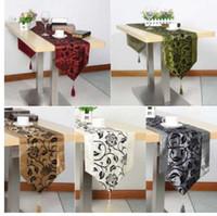 テーブルクロスフラワーブロッサム植字の結婚式のテーブルの装飾上げられた花の花花植ったダマスクテーブルランナークロス200 * 32cm