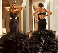 Cutway Sides Sexy sirena negra Vestidos de baile 2019 Correas espaguetis Apliques de encaje Volantes Organza Trompeta Vestidos formales Ropa de noche