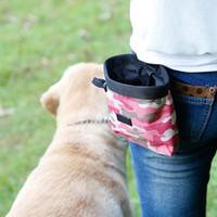 El más nuevo bolso de la invitación del perro El bolso del perro de la mascota que camina el bolso del bocado del alimento Camuflaje agilidad cebo bolsillos de entrenamiento almacenamiento de la cintura espera verde / rosa