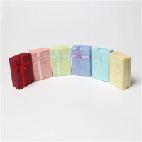 24 pçs / lote 5 cm x 8 cm caixa de exibição caixa de papelão colar brincos caixa de presente caixa de embalagem com fita de cetim esponja