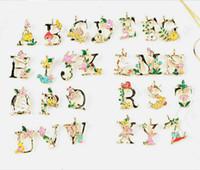 도매 50PCS / 많은 인기 합금 금속 골드베이스 혼합 에나멜 편지 귀걸이 펜던트 패션 보석 액세서리 선택할 수있는 26 개 글자를