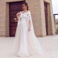 2018 새로운 Bateau 목 3D 꽃 레이스 출산 목적지 아랍어 드레스 라인 신부 드레스 사용자 정의 만든 두바이 레이스 케이프 스타일 웨딩 드레스