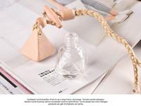Venta caliente botellas de perfume vacío frasco de perfume Claro coche que cuelga con las botellas Cap Madera Para ambientador de aire difusa de vidrio
