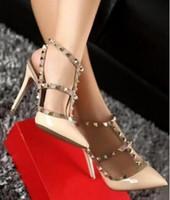 2018 mulheres de salto alto designer de sapatos de couro de patente das senhoras sapatos de casamento rebites gladiador sandálias sexy bombas valentine sapatos preto