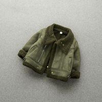 Manteau de bébé enfant en bas âge à l'hiver des garçons et des filles avec du velours avec une veste de coton épaisse au printemps et à l'automne