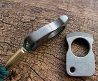 جودة عالية أصيلة TC4 سبائك التيتانيوم نافذة كسر الإصبع حفرة واحدة EDC لعب knuckl النمر الرجال والنساء أدوات الدفاع عن النفس