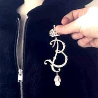 Vintage B Luxury Scettro Crown Brooches per la spilla da donna Brown Pins Badges Stimolato Stone Pearl Golden Broche Regalo gioielli