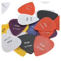 0.71 mm гладкий нейлон средний электрический / акустическая гитара выбирает Плектры Великобритания
