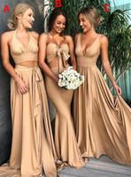 2021 A-Line Sexy Sexy V Cuello Dorado Vestidos de dama de honor Modesta Modesta con ranura lateral Vestidos de fiesta de boda populares Vestido de dama de honor