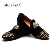 Handmade Golden Toes Herren Velvet Loafers Hochzeit Metall Spitzschuh Niete Kleid Schuhe Männer Wohnungen British Metal runde Zehe Slip auf Freizeitschuhe