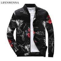 2018 Otoño Primavera nuevos hombres Bomber Zipper Jacket Casual para hombre Streetwear Slim Fit Pilot Coat Hombres Ropa Imprimir rompevientos Abrigos