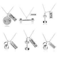 2018 Nuevos Hombres Con Mancuernas Barbell Collar STRONG IS BEAUTIFUL WEAKNESS IS A CHOICE Letters Fitness Fashion Necklace Joyas Para Regalo