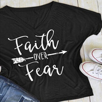 T-shirt da donna estate Tops natalizio maniche corte maniche a pipistrello Vneck Faith over Fear Letters Tees