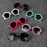 2018 Fashion Occhiali da sole Shades Google Trendy Boys Girls Designer Occhiali da sole Bambini UV400 Occhiali da sole Teens Fashion Frame Kids Eyewear