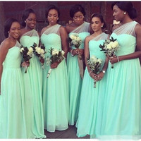Ucuz Omuz Afrika Siyah Kız Gelinlik Modelleri 2019 Düğün Parti Elbise için Plise Şifon Onur Hizmetçi