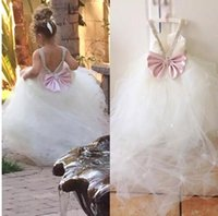 Princess Flowergirl Dresses Lovely Ball Gown Flower Girls Wedding Party Gowns Soft Tulle Crystals Bow V Back Custom Made Fairy Sweep Train