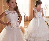 2018 Flower Girls veste i vestiti da prima comunione per Matrimoni Scoop Backless con abiti da ballo Princess Appliques Ball Gowns
