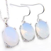 Kadınlar Küpe Kolye için Luckyshien Düğün Takı Setleri 925 Silve Salkım Oval Beyaz Aytaşı Moda Takı 2pcs / Lot