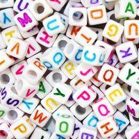 100 pz / lotto 6 8 10mm bianco alfabeto diverso perline acrilico colorato lettere per bambini istruzione braccialetto gioielli fai da te