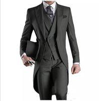 2018 Yeni Tasarım Custom made Yakışıklı Resmi Tailcoat Damat Smokin Doruğa Yaka Iş Giyer Groomsman suits (Ceket + Pantolon + yelek)