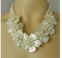 الحرة الشحن جميلة مهاجم اللؤلؤ الطبيعي قلادة زهرة الأبيض شل مجوهرات الزفاف العرسان