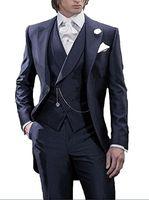 Estilo de la mañana Azul marino Sastre azul Novio Esmoquin Hombres guapos Vestidos de novia Hombres de alta calidad Formal Traje de fiesta de graduación (Chaqueta + Pantalones + Corbata + Chaleco) 986