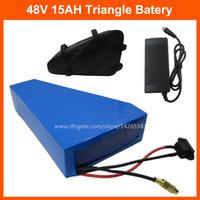 Wiederaufladbare 48V 500 Watt-Dreieck-Batterie 48Volt Elektrische Fahrrad-Li-Ion-Batterie 48V 15Ah mit 20A BMS 54.6V 2A-Ladegerät und Batteriebeutel