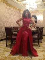 2018 Red Detachable Train Evening Dresses Full Lace Jewel Sem mangas Ruffle Overskirt Prom Formal Celebrity Gowns Dubai Árabe