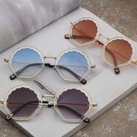 23115a34f07 Flores irregulares gafas de sol Moda de caramelo gafas de sol de color rosa  redondas de