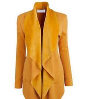 Les femmes portent des manteaux à manches longues couleur cardigan revers en automne et en hiver