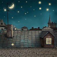 Gece Sky Ay Yıldız Fotoğraf Arka planında Tuğla Kat Baskılı Ev Çatı Yapı City Görüntüle Çocuk Çocuk Düğün Fotoğraf Stüdyosu Arka