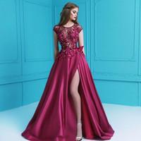 Dividir una línea de vestidos de fiesta largos de encaje de manga casquillo de abalorios pétalos 3D Applique Vestidos uniformes satinado glamoroso piso de longitud vestidos de noche