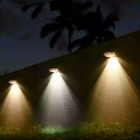 Brighten 4 LED Solar Powered Sensore di movimento Solar Gutter Light Lampada da parete da giardino Illuminazione esterna Impermeabile Street Yard Path Lamps