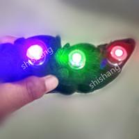 L850 빨강 녹색 보라색 색상 3pcs 레이저 머리 레이저 장갑 디스코 DJ 파티 댄스 볼룸 무대 조명 의상은 로봇 남자 DJ 소품 착용을 보여줍니다