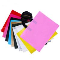 باليد لون حقيبة الملابس هدية كيس من البلاستيك التغليف الخارجي للأقمشة الطباعة حسب الطلب شعار حقيبة تسوق