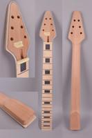Nueva guitarra eléctrica Reemplazo del cuello 22 trastes 24.75 pulgadas Diapasón de arce de caoba Barra de armadura Perno en el cabezal del triángulo