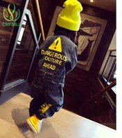 CNFSNJ 2017 Weiche Denim Baby Strampler Graffiti Infant Kleidung Neugeborenen Overall Jungen Mädchen Kostüm Cowboy Mode Jeans Kinder