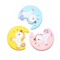Teethers mignon de conception de lune de silicone avec la licorne colorée bébé jouets de dentition Silicone de sécurité de licorne de lune pendante dentition perlent les perles