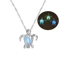 Moda Glow In The Dark Turtle collar hueco perlas jaulas colgante luminoso tortuga Charm collares accesorios de joyería de lujo KKA1706
