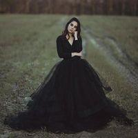 검은 소박한 웨딩 드레스 공 가운 V 목 긴 소매 푹신한 투투 저렴한 고딕 신부 정원 야외 웨딩 드레스