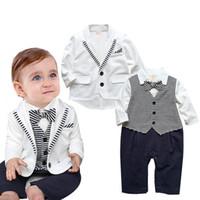 Джентльмен мальчиков Одежда Набор нашивки младенца Rompers + белое пальто 2pcs Baby Boy Одежда партия Свадебные Формальное смокинг костюмы