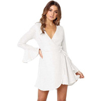 257c09839097f Kadınlar Beyaz Elbise Katı Derin V Yaka Tied Bandaj Bel Uzun Çan Flare Kol  A-Line Mini Zarif Bayanlar Elbiseler Tek Parça
