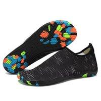 2018 Nuevos hombres y mujeres Zapatos acuáticos Deportes al aire libre Pies descalzos Yoga suave Zapatillas de agua Unisex Summer Beach Natación Zapatillas de deporte