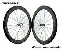FANTEC vente chaude 700C 60mm profondeur vélo de route roues en carbone pleine largeur 25mm Clincher / vélo de route vélo carbone roues avec moyeu powerway R36