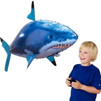 Divertido Control Remoto Flying Shark RC Air Swimming Fish Toys Drone RC Shark Fish Gloons Avión Inflable Niños Juguetes RC Regalos