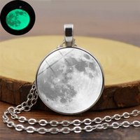 Glow In The Dark Moon Collana 25mm Galaxy Planet Glass Cabochon Collana pendente Collana Argento Catena Argento Gioielli luminosi Donne Regali Donne