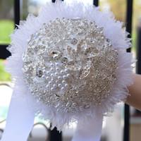 Noiva segurando buquê de rosas artificiais Buquê de noiva D573