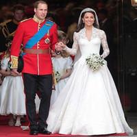 Elegant Kate Middleton Bröllopsklänning En linje Princess Sheer Långärmade V-Neck Lace Appliques Chapel Train Satin Brudklänningar Vit Elfenben