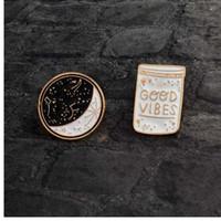 Cartoon Constellation Moon BUONA VIBES Spilla bottiglia bianca nera smaltata Pins Button Coat Jacket Collar Pin Badge Jewelry Gift