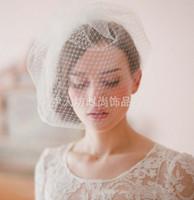Amandabridal Белый Birdcage головные уборы Партия Hat Свадебные аксессуары перо Veil волос Свадебные Birthday Party костюм Необычные шляпы для женщин
